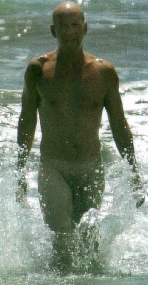 bruce-willis-nude-2